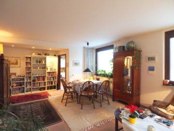 Hervorragende Lage! Renovierungsbedürftige 2 Zimmer-Wohnung mit gr. Dachterrasse und Balkon, 40667 Meerbusch, Etagenwohnung zum Kauf
