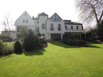 Alt-Meererbusch!  großzügige 3-Zi-ETW in repräsentativer Villa!, 40667 Meerbusch, Etagenwohnung zum Kauf
