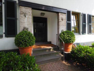 Zauberhafte Herrenhaus-Villa! Erstklassige 4-Zimmer-Wohnung in Alt-Meerbusch, 40667 Meerbusch, Etagenwohnung zur Miete