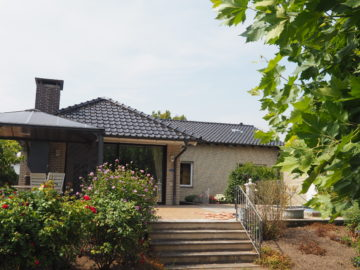 Bungalow mit Aufstockungsmöglichkeit! Helligkeit und Wohnkomfort auf einer Ebene, 40670 Meerbusch, Einfamilienhaus zum Kauf