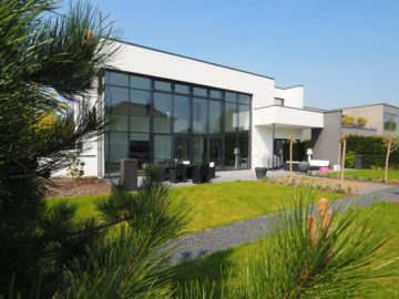 Eine Klasse für sich! Exklusive Bauhausstil-Villa in Alt-Meererbusch!, 40667 Meerbusch, Einfamilienhaus zum Kauf