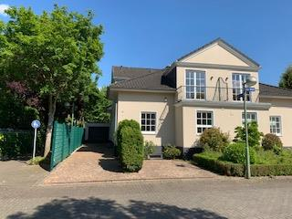 Luxus- Villa als Doppelhaushälfte  in bester Lage von Alt-Meererbusch, 40667 Meerbusch, Doppelhaushälfte zum Kauf