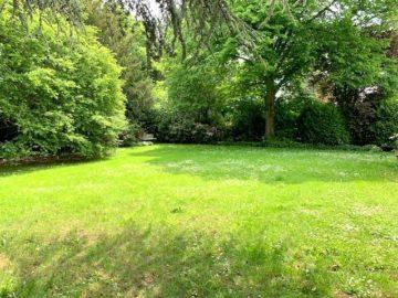 Traumhaftes Grundstück mit Villen-Bungalow Beste Lage in Alt-Meererbusch, 40667 Meerbusch, Wohnen zum Kauf