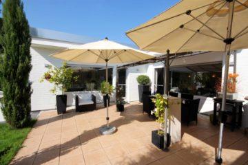 Wohnkultur der Extraklasse! Sonnenverwöhnter Bungalow mit hohem Wohnkomfort, 40670 Meerbusch, Einfamilienhaus zum Kauf