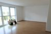 Helle 2-Zimmer-Komfortwohnung mit Sonnenbalkon. - Wohnzimmer
