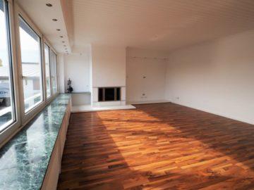 DACHTERRASSE! Renovierte 5-Zimmer-Wohnung mit idealem Grundriss & Kamin, 41462 Neuss, Etagenwohnung zur Miete