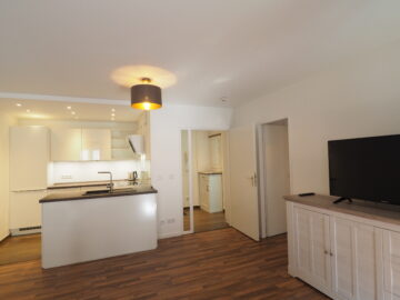 Geschmackvoll möbliert! 2-Zimmer-Wohnung mit Balkon, 40227 Düsseldorf, Etagenwohnung